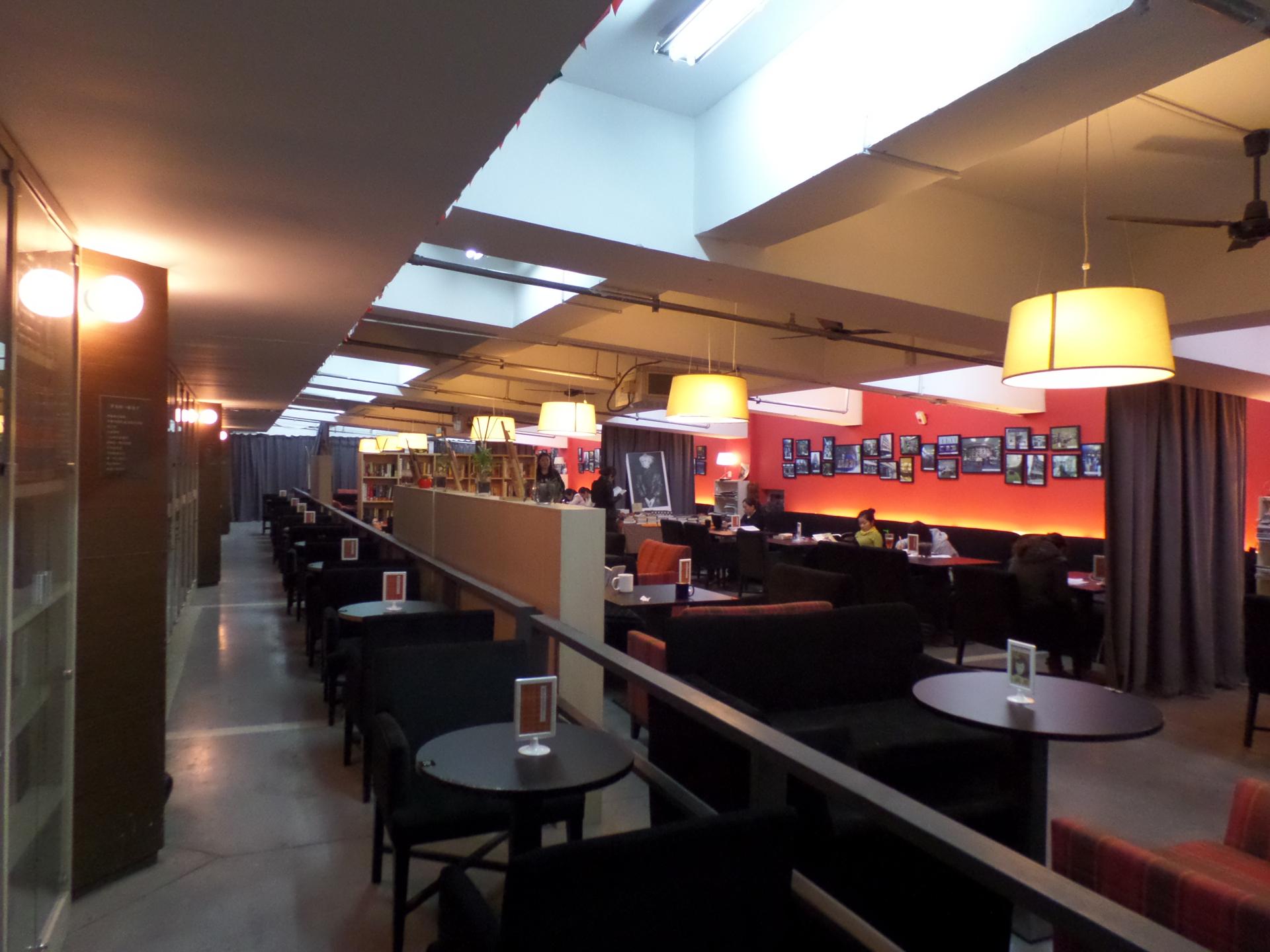 librairie avant-garde - Cafe Mit Buchladen Innendesign Bilder
